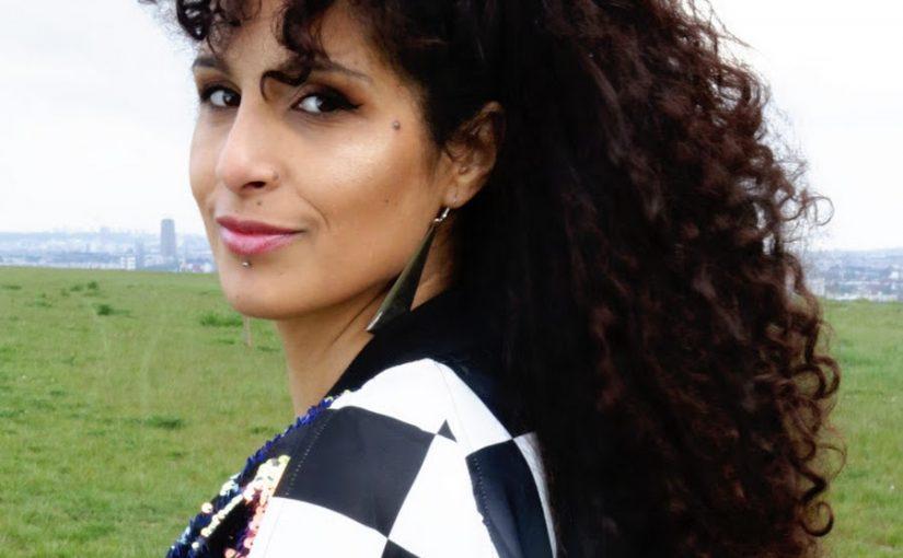La chanteuse et activiste Kreezy R signe le manifeste de la FLAC