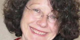 Catherine Le Troquier, maire de Valaire, signe le manifeste de la FLAC